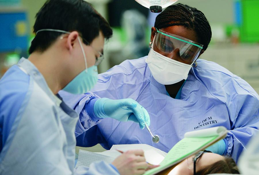 Dentistry personnel in a clinical procedure